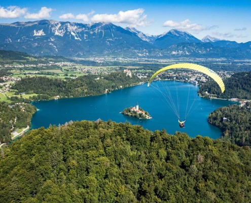 Tandem pragliding above Lake Bled